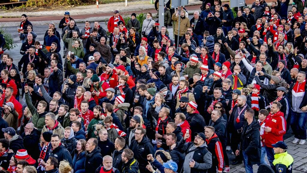 75 Duitse fans opgepakt in Rotterdam: 'Zochten confrontatie'